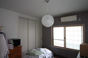 新しい照明も入り、モダンな洋室になりました。