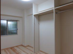 もう1つの北側の部屋です。収納は大工さんのお手製です。